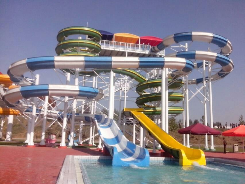 Outdoor Commercial Sprial Fiberglass Water Slides Combination , Water Park Attraction